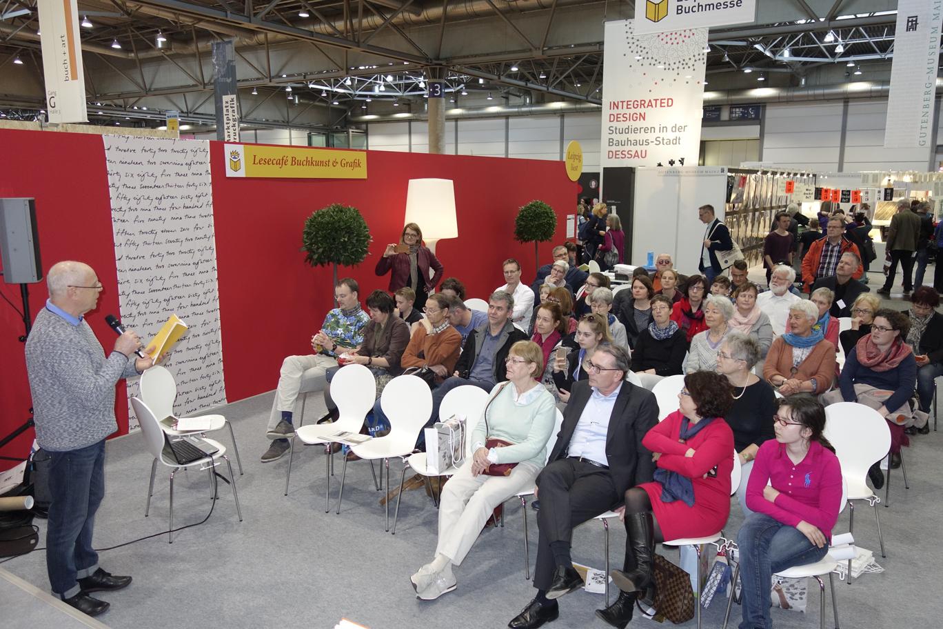 Der »Vater« der Bücherkinder, Armin Schubert, begrüßte die Besucher und stellte das Klemke-Projekt vor.