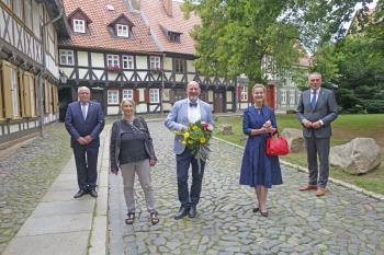 Nach der Preisverleihung: Rainer Ehrt mit seiner Frau Julia, Oberbürgermeister Peter Gaffert (r.) Laudatorin Friederike Sehmsdorf (2.v.r.) und Stadtratspräsident Uwe-Friedrich Albrecht. | © R. Wege