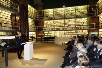 Die Bibliotheca Augusta in Wolfenbüttel war der würdige Rahmen für die Eröffnung der Ausstellung »… Friß die Reste des Vergessens« zum 80. Geburtstag des Leipziger Künstlers Karl-Georg Hirsch.