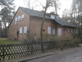 Ehemaliges Wohnhaus des Schriftstellers Friedrich Wolf in Lehnitz Ansicht von Osten. | © Jumbo1435, Wikimedia Commons