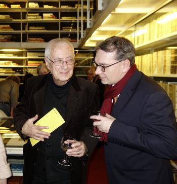 Prof. Karl-Georg Hirsch (l.) im Gespräch mit Ralph Aepler, Vorsitzender der Pirckheimer-Gesellschaft.