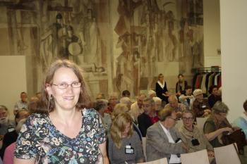 Michaela Scheibe stellte den Pirckheimern am Freitagabend die Privatpresse Friedrich des II. vor.