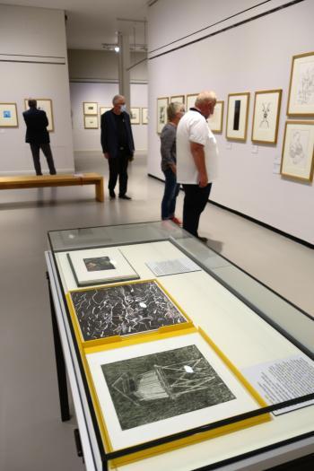 """Rundgang durch die Ausstellung """"StrichCode"""" in der Lionel-Feininger-Galerie."""
