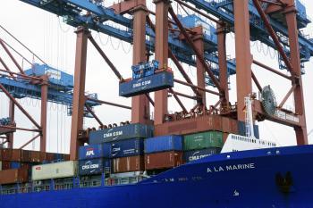 Containerverladung im Hamburger Hafen   © R. Wege