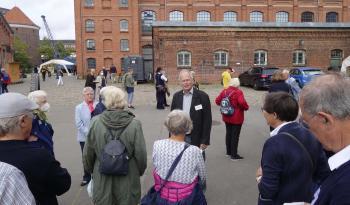 """Messeorganisator Klaus Raasch begrüßte die Pirckheimer wurden auf der """"BuchDruckKunst"""".   © R. Wege"""