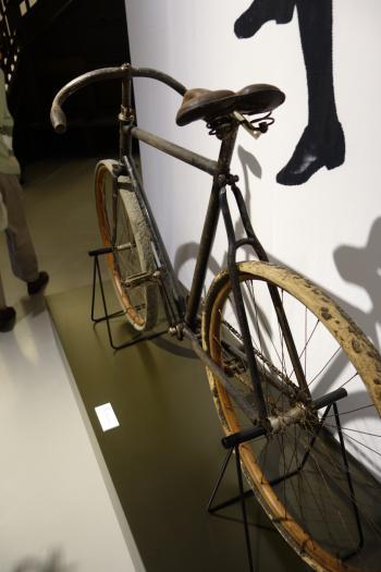 Eine »Cleveland« von 1898 im Originalzustand konnten die Pirckheimer zu Beginn ihres Rundganges durch die Galerie bewundern. Der begeisterte Radfahrer Feininger war mit diesem Radtyp über Jahrzehnte in Thüringen, im Harz, in Brandenburg und an der Ostseek