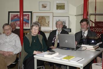 Werner Schönfeld (r.) würdigte auf Einladung der hallischen Pirckheimer das Schaffen des Künstlers A. Paul Weber